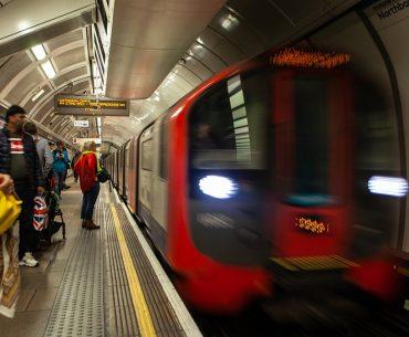 """Η """"βασίλισσα των Σποράδων"""" στο μετρό του …Λονδίνου"""